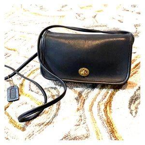 💕 Coach vintage black leather shoulder bag 💕